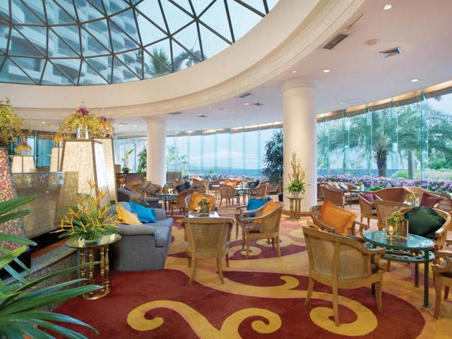 Royal Cliff Grand Hotel & Spa: Crystal Bar