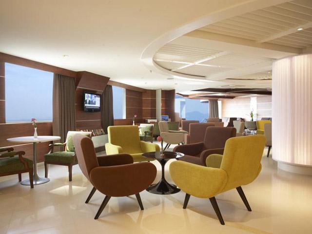 Royal Cliff Grand Hotel & Spa: Lotus Club Lounge