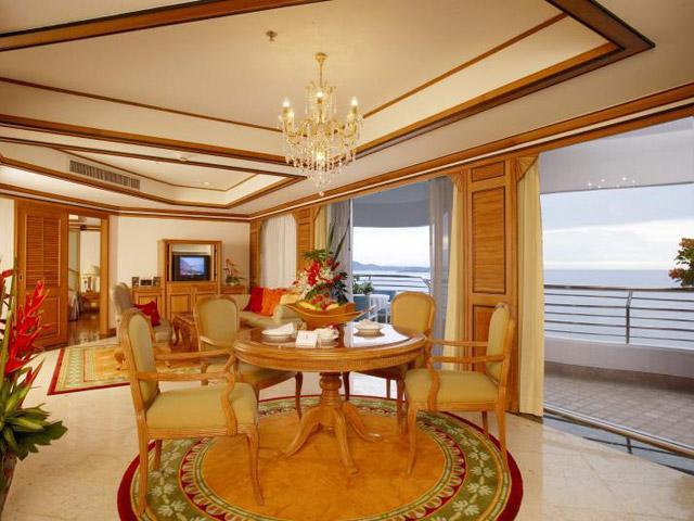 Royal Cliff Grand Hotel & Spa: Regency Suite (2 bedrooms)