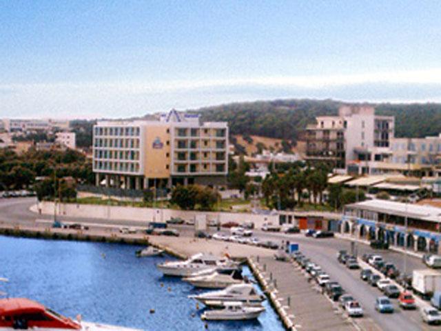 Avra Hotel RafinaExterior View