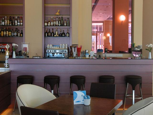 Avra Hotel RafinaBar