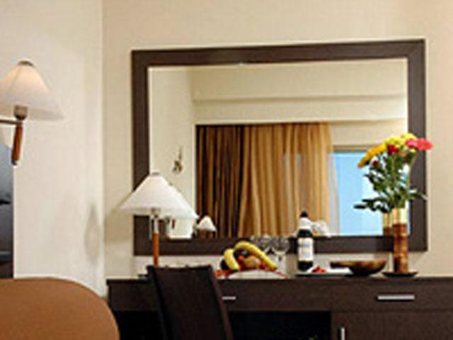 Avra Hotel RafinaRoom