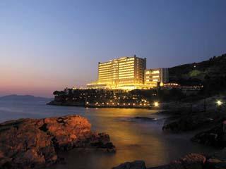 Korumar Hotel De Luxe: Exterior View at Night