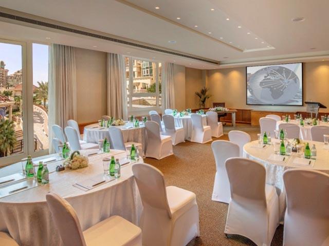 Al Murooj Rotana Hotel & Suites
