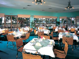 Beach Resort by Majid Hotels & ResortsRestaurant