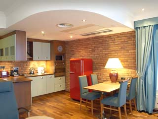 Holiday Club Tampere: Suite Kitchen
