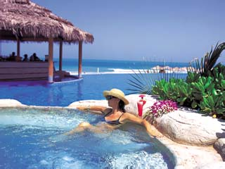 Le Meridien Mina Seyahi Beach Resort and MarinaJacuzzi and Pool