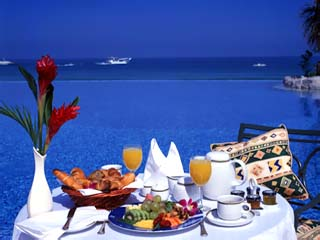 Le Meridien Mina Seyahi Beach Resort and MarinaBreakfast on the terrace