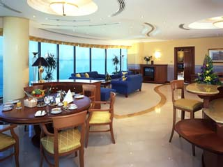 Le Meridien Mina Seyahi Beach Resort and MarinaRoyal Suite Lounge