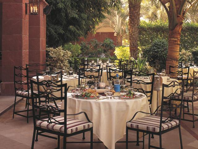 The Ritz Carlton Dubai - Lounge Area