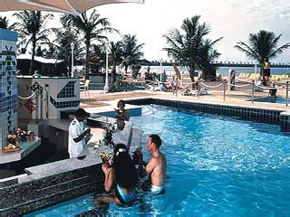 Hilton Corniche ResidencePool Bar