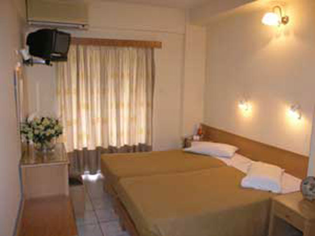 Adonis Hotel:
