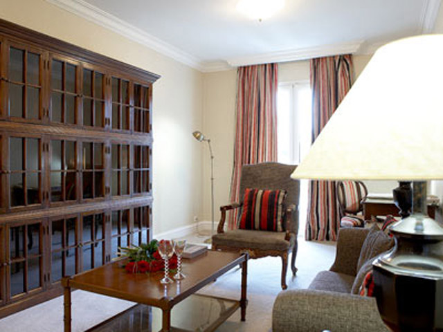 Larissa Imperial - Classical Hotels - Suite Living Room