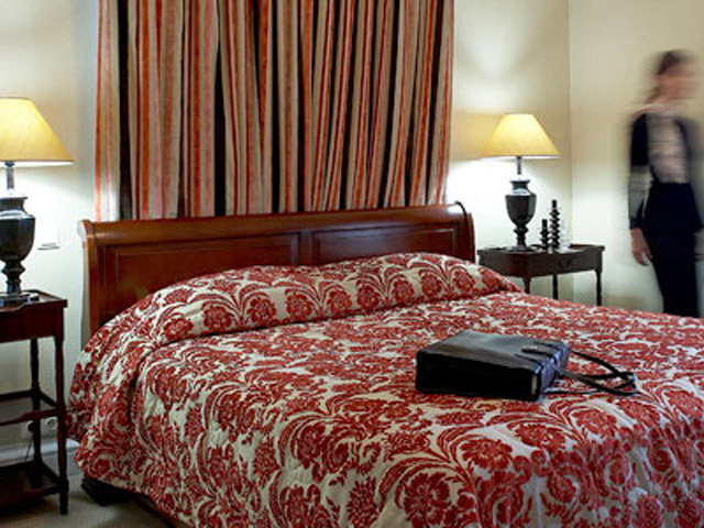 Larissa Imperial - Classical Hotels - Guestroom Bedroom