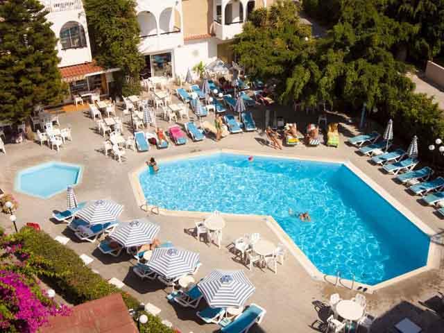 Kassandra Family Apartment Hotel & Spa