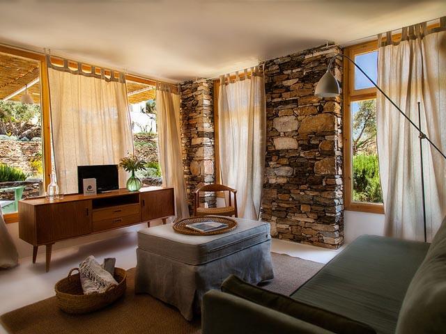 Kamaroti Suites Hotel