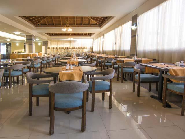 Kouros Palace Hotel: