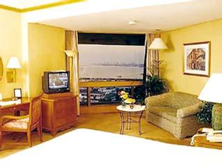 Traders Hotel ManilaTraders Club Room