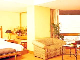 Traders Hotel ManilaTraders Club Suite