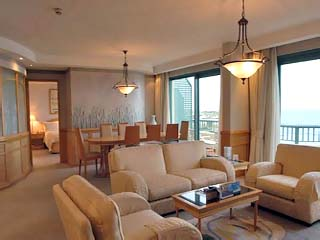 Crowne Plaza Coogee BeachPresidential Suite Lounge