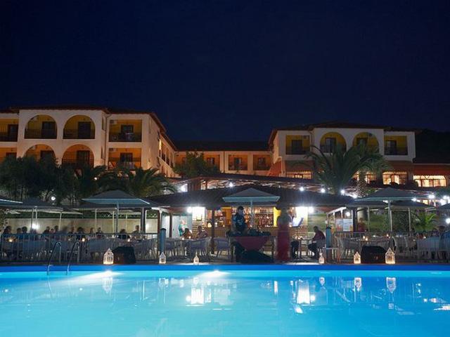 Akrathos Beach Hotel: