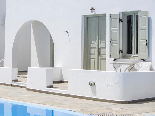 Nissos Thira Hotel: