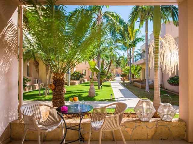 Danaides Apartments: