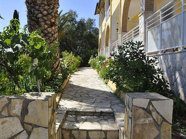 Mazis Hotel & Apartments: