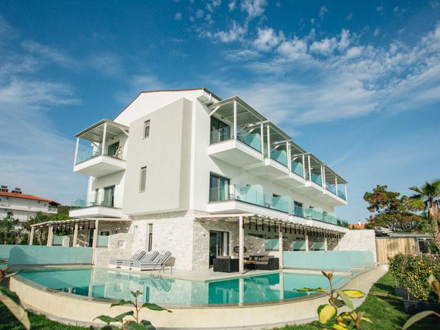 Blue Carpet Luxury Suites: