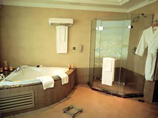Habtoor Grand Hotel Convention Center & SpaRoyal Suite Bathroom