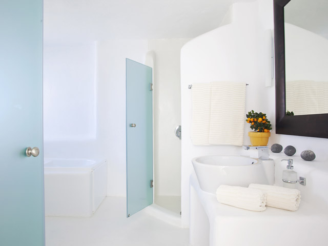 Rocabella Art Hotel & Spa Mykonos - honeymoon suite bathroom