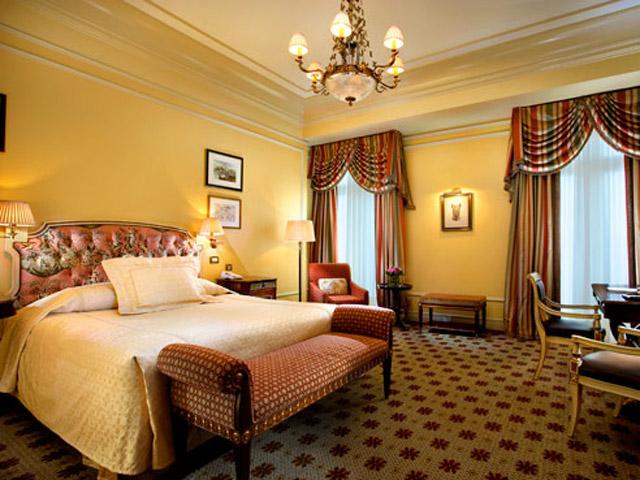 Grande Bretagne Hotel - Deluxe Room - Bedroom