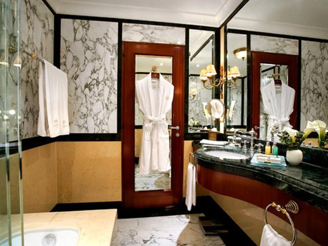 Grande Bretagne Hotel: Bathroom