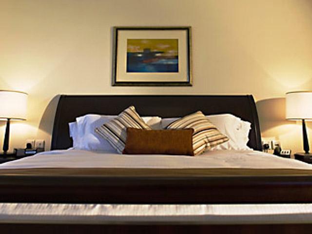 Dubai Marriott Harbour Hotel & SuitesThree-Bedroom Suite King Bedroom