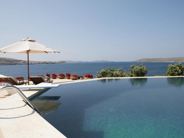 Faros Villa - Swimming Pool
