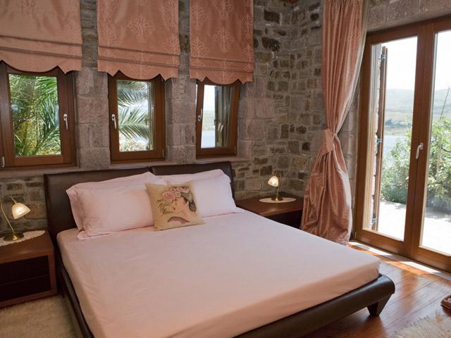 Faros Villa - Stone Villa Bedroom