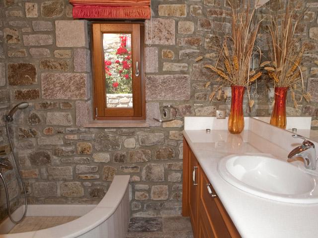 Faros Villa - Stone Villa Bathroom