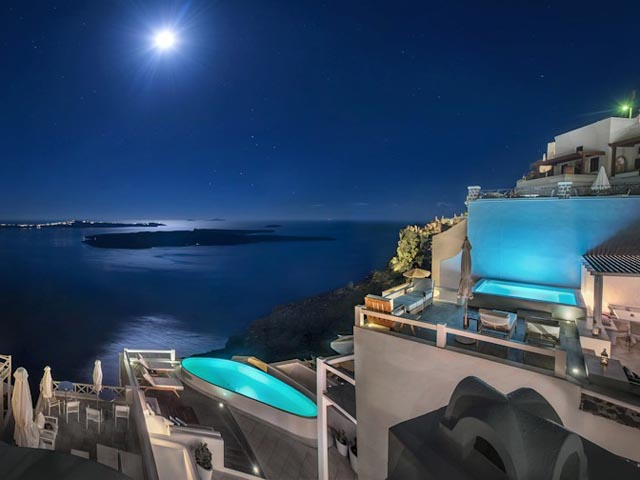 Aqua Luxury Suites: