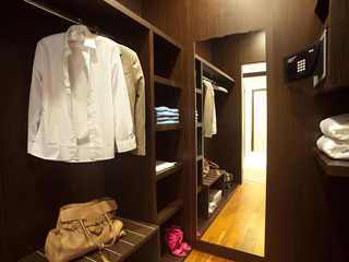 Elysium Resort & Spa: Closet