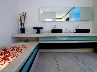 Aqua VillaFirst Bedroom