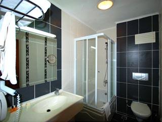 Kerasus Thermal & Wellness Resort: Bathroom