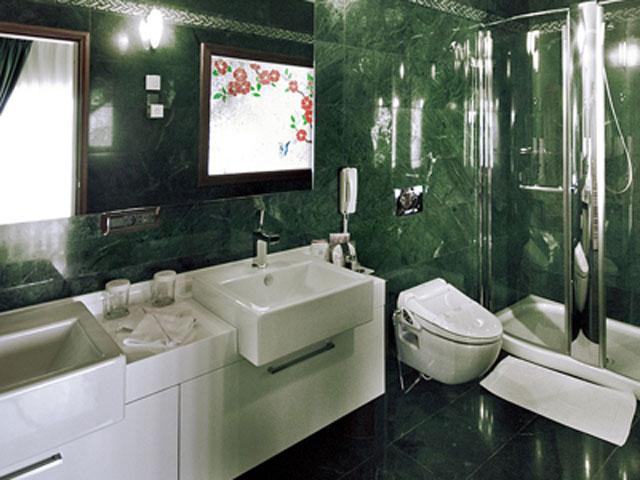 Cappadocia Cave Resort & Spa - Deluxe Suite Bathroom