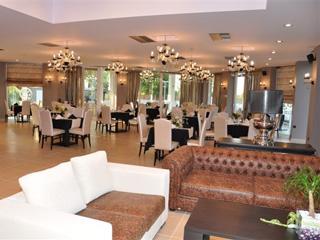 Amalias Hotel: Lobby and Restaurant