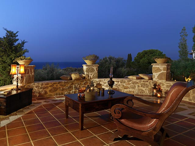 Bozonos Luxury VillasBalcony