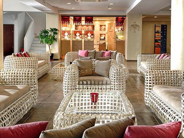 Blue Marine Resort & Spa: Lobby - shopping