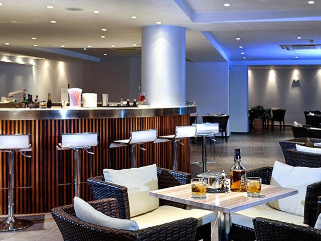 Blue Marine Resort & Spa: Bar