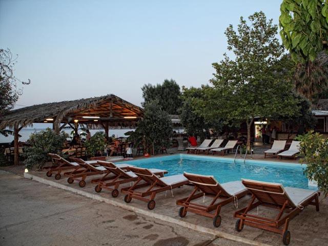 Niriides Beach Hotel: