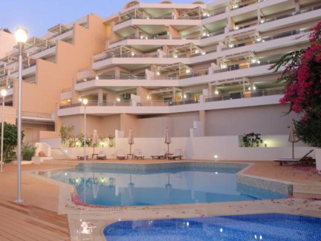 Macaris Suites & Spa -