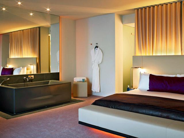 W Barcelona - Cool Corner Suite - Bathtub