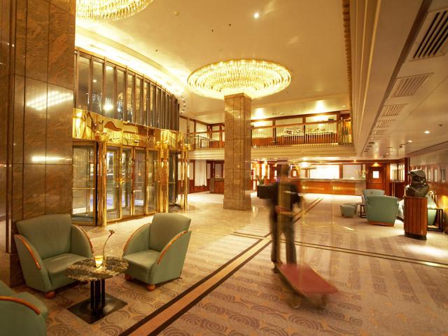 Hilton Vienna Plaza Hotel - Lobby
